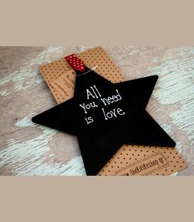 Ξύλινο αστέρι με μήνυμα All you need is love18εκ