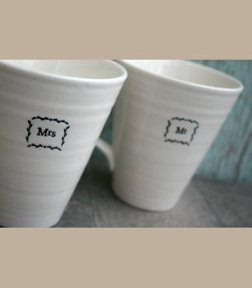 """Σετ πορσελάνινες κούπες με μήνυμα """"Mr and Mrs"""" σε κουτί"""