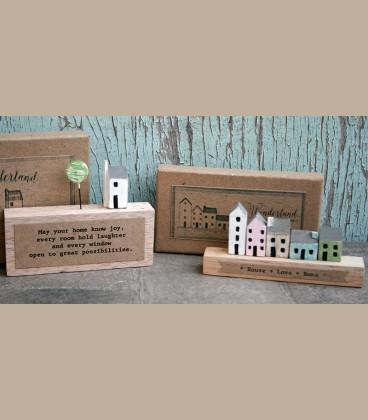 Ξύλινο διακοσμητικό σπιτάκια με μήνυμα House Love Home