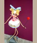 Κορίτσι ξανθό με κόκκινο μπαλόνι