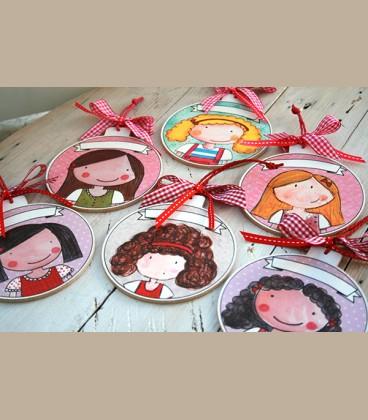 Personalized ξύλινo χριστουγεννιάτικο στολίδι κοριτσάκι (CR105)