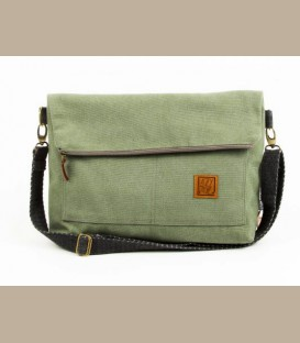 A medium-small unisex messenger bag (LD494)