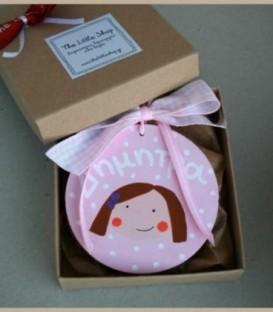 Personalized ξύλινο στολίδι ροζ κοριτσάκι