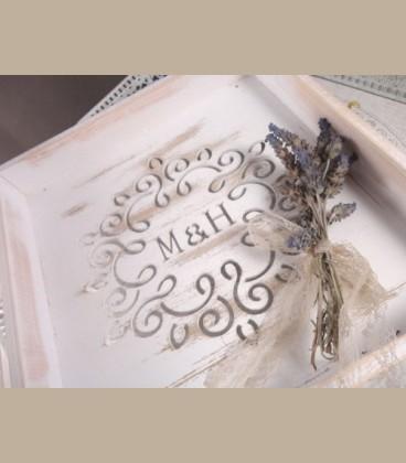 Personalized στεφανοθήκη με μονογράμματα με περίτεχνο σχέδιο